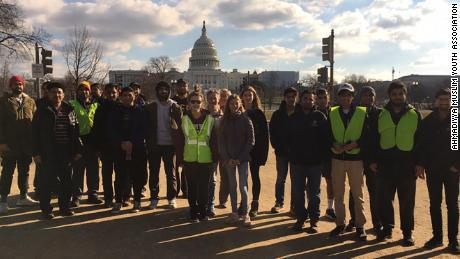 Muslim youth group cleans up national parks while government remains shut down