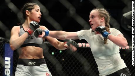 Polyana Viana: une combattante de l'UFC révèle les critiques auxquelles elle a été confrontée après que son moment de vigilance est devenu viral