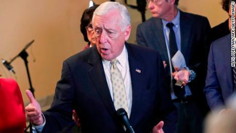 Post-Mueller, Democratic moderates seize the momentum from progressives