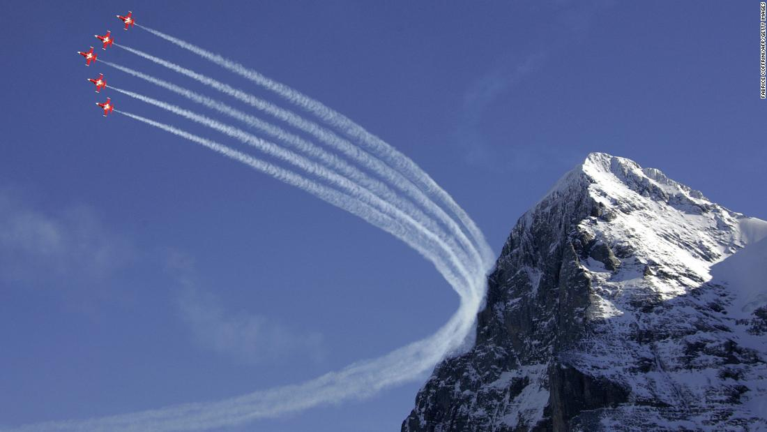 "Fighter jets from the Swiss Air Force (the ""Patrouille Suisse"")  traditionally fly display flights during the Lauberhorn race weekend."