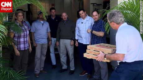 Bush delivers pizza to government workers, calls for end of shutdown