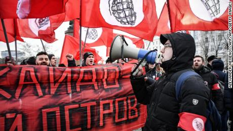 Protestors hold a protest in Moscow on Sunday, demanding the government stop talks on the status of the Southern Kuril Islands, known in Japan as the Northern Territories, to Japan.