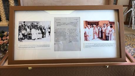 El acto de notario, que detalla la donación de tierras para construir la primera iglesia en los Emiratos Árabes Unidos.