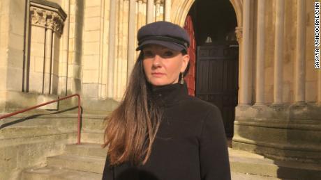 لیتھوانیا کی رہنے والی لین موراؤ کا کہنا ہے کہ بدسلوکی کا آغاز اس وقت ہوا جب وہ فرانس میں سینٹ جان کمیونٹی کے ساتھ ٹرینی راہبہ تھیں۔