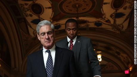 Mueller déclare qu'un ancien responsable de la campagne Trump continue d'aider
