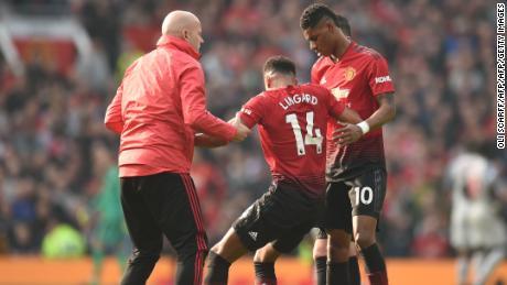 Jesse Lingard war einer von drei Manchester United-Spielern, die in der ersten Halbzeit wegen einer Verletzung spät in der Partie gegen Liverpool ersetzt wurden.
