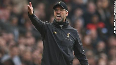 Liverpools Trainer Jürgen Klopp hat seine Mannschaft an die Spitze der Premier League geklettert.