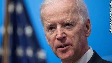 Joe Biden se dirige vers l'Iowa alors que le statut de favori est testé