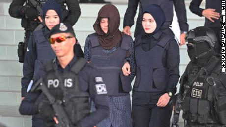 Vietnamese national Doan Thi Huong (center) is escorted by Malaysian police after a hearing at the Shah Alam High Court on Monday.