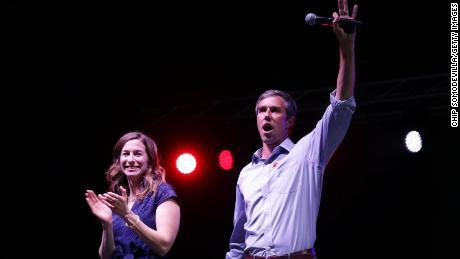 Beto O'Rourke s'excuser blagues sur sa femme, dit qu'il a bénéficié du