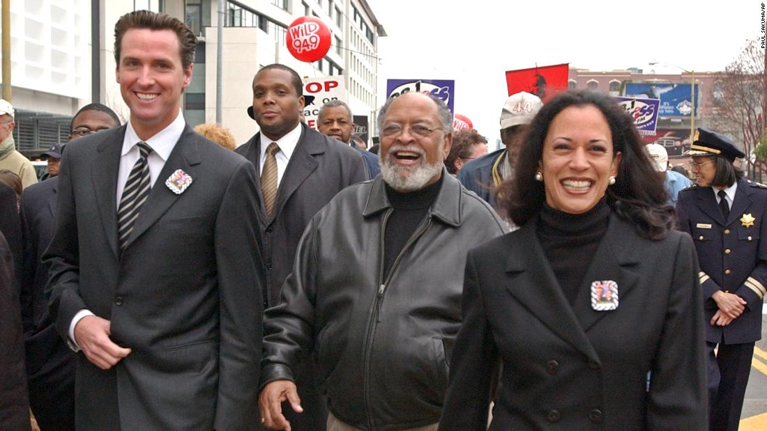 Harris is joined by San Francisco Mayor Gavin Newsom, 왼쪽, and the Rev. Cecil  Williams, 센터, for a San Francisco march celebrating Martin Luther King Jr. 1 월 2004. Harris was the city's district attorney from 2004 ...에 2011.