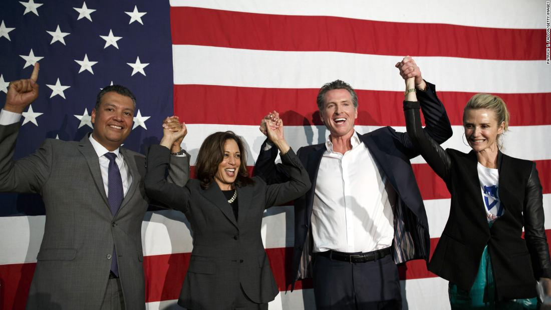 Harris attends a rally with, 왼쪽에서, California Secretary of State Alex Padilla, gubernatorial candidate Gavin Newsom, and Newsom's wife, 제니퍼, 5 월 2018. Newsom won the election in November.