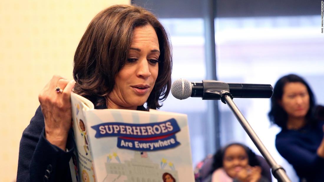 "Harris reads from her children's 책 ""Superheroes Are Everywhere"" during a book signing in Los Angeles in January 2019. She also released a memoir, ""The Truths We Hold: An American Journey.&인용;"