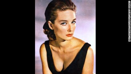 Tania Mallet, Bond girl in 'Goldfinger,' dies at 77