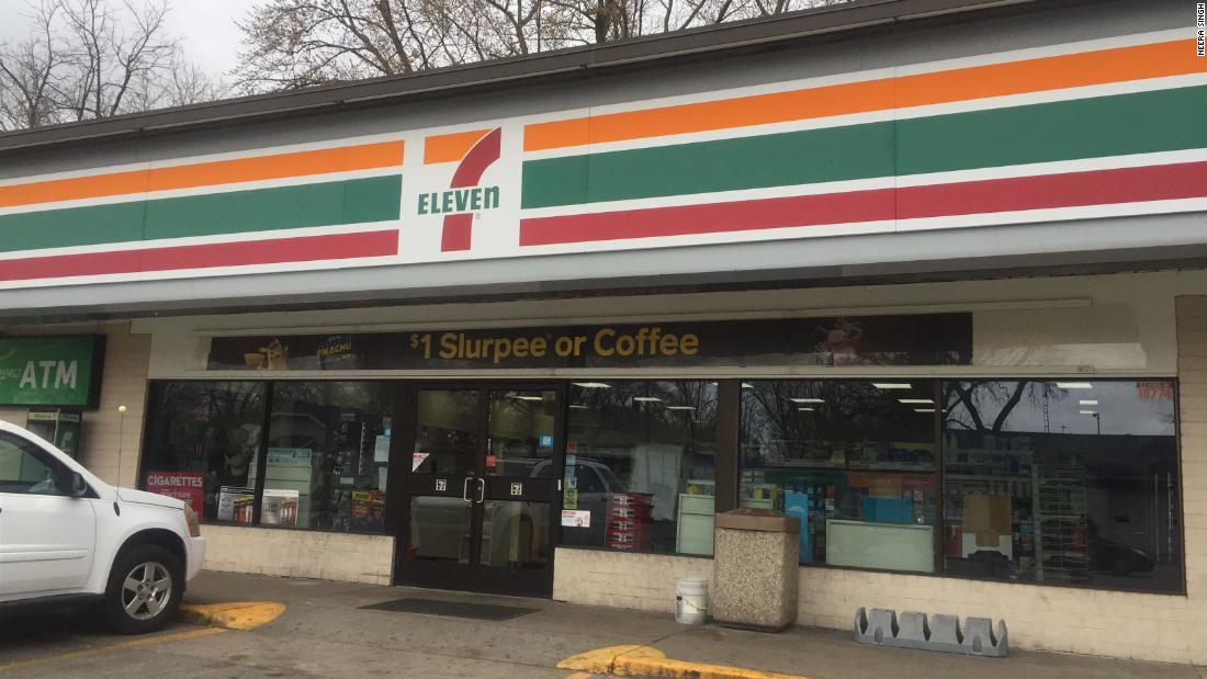 7-Eleven shoplifting teen: Owner who caught teen gives him food - CNN
