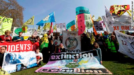 Extinction Rebellion: Environmental protests halt traffic