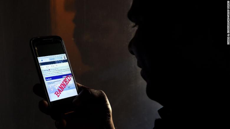 Lệnh cấm truyền thông xã hội của Sri Lanka sẽ không giải quyết được vấn đề thông tin sai lệch