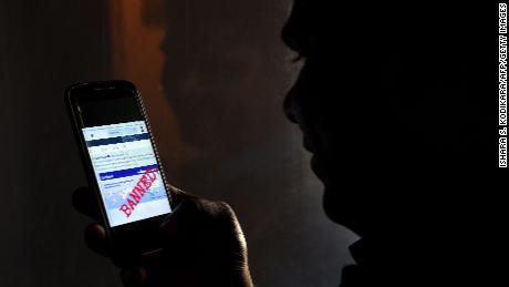 L'interdiction des médias sociaux au Sri Lanka entre dans sa deuxième journée