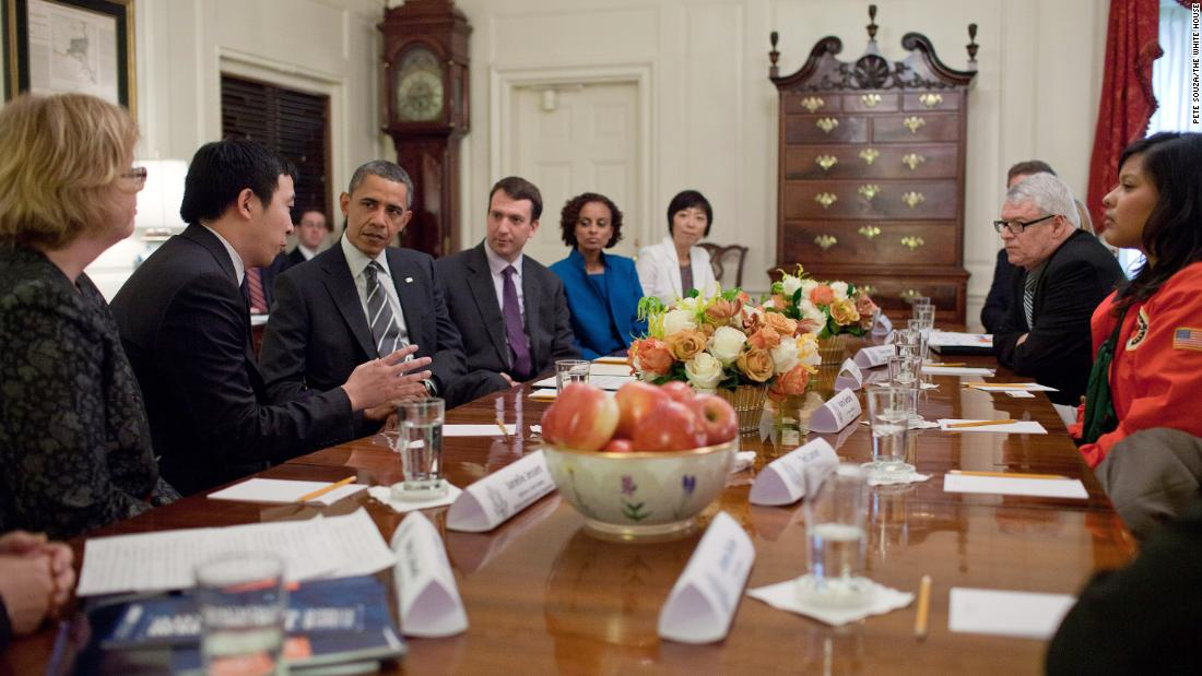 Obama meets with Yang and other Champions of Change at the White House. Nel 2015, Obama named Yang an ambassador for global entrepreneurship.
