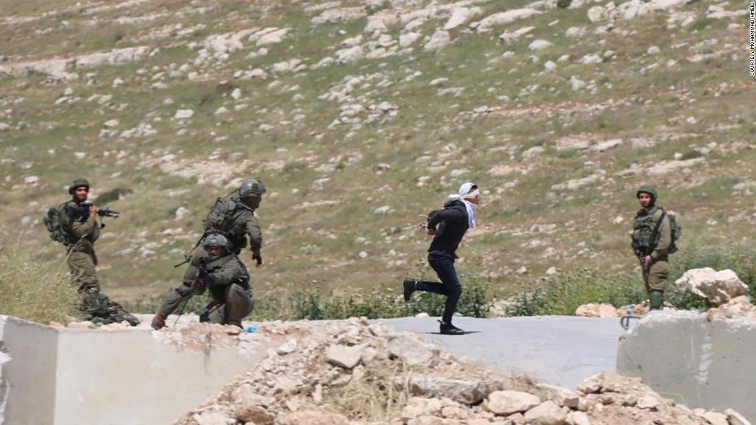 Israeli soldiers shoot blindfolded, handcuffed Palestinian suspected of throwing stones - CNN