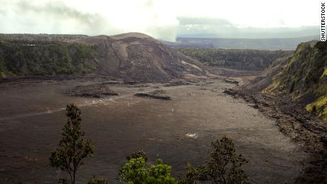Man falls into Hawaii volcano crater after climbing safety railing