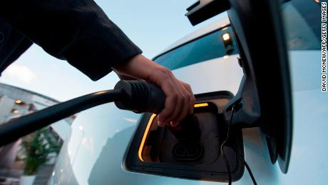 L'effet Tesla: le pétrole perd lentement son meilleur client