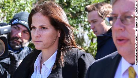 L'entraîneur USC qui a créé un faux profil d'équipage pour les filles de Lori Loughlin plaide coupable