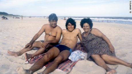 Maradona on the beach with his parents.