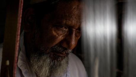 Hanif Babu a déclaré que les tisserands de Varanasi avaient été durement touchés par la démonétisation.