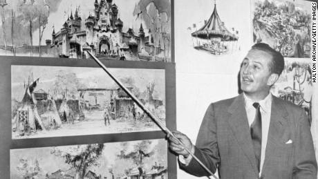 Walt Disney signale des croquis du château de Sleeping Beauty en 1955, quatre ans avant la sortie du film d'animation par la société.