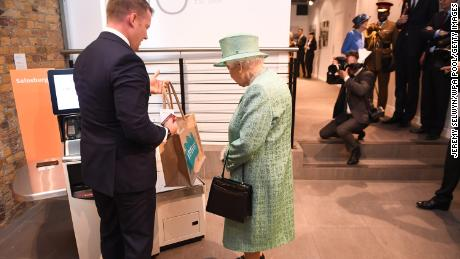 Security conscious Queen Elizabeth asks if automatic checkouts can be 'diddled'