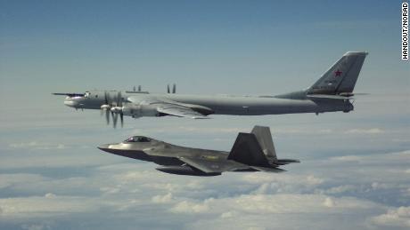 La Russie intercepte un avion américain survolant la mer Méditerranée