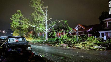 La tornade a surpris des habitants endormis qui dormaient tard mercredi soir à Jefferson City, dans le Missouri.