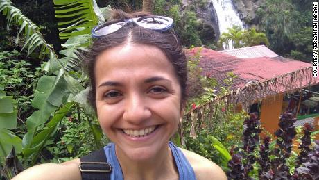 Fereshteh Abbasi a déménagé avec son mari américain à la Grenade pour qu'il aille à la faculté de médecine, mais est maintenant bloquée dans des procédures administratives et n'est pas autorisée à retourner aux États-Unis.