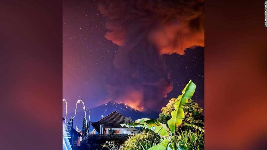 Bali volcano: Flights canceled after Mount Agung erupts - CNN