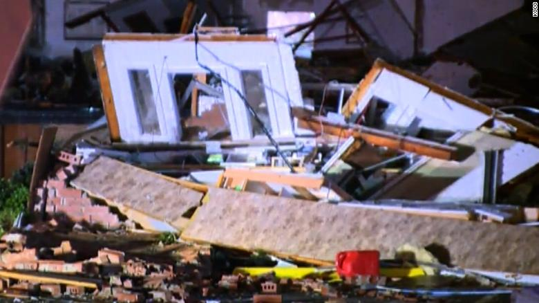 'We're trapped': Likely tornado rips through Oklahoma town
