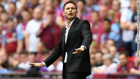 L'entraîneur de Derby, Frank Lampard, a entraîné l'ancien coéquipier de Chelsea, John Terry, entraîneur adjoint d'Aston Villa.