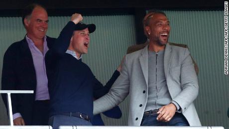 Prince William célèbre après Aston Villa a marqué.