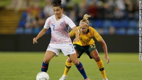 Maria Jose Rojas joue dans un match amical contre l'Australie.