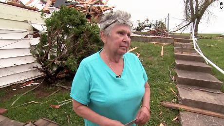 """""""Quelqu'un veillait sur nous,"""" dit une femme du Kansas qui a survécu à la tornade"""