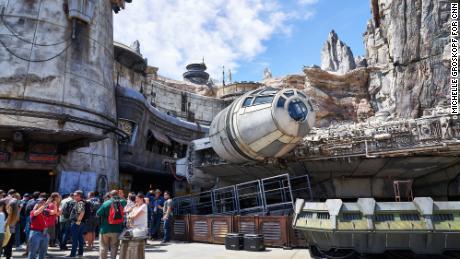 Premier regard: Vivre, respirer, manger dans Star Wars dans le nouveau parc d'attractions Disney
