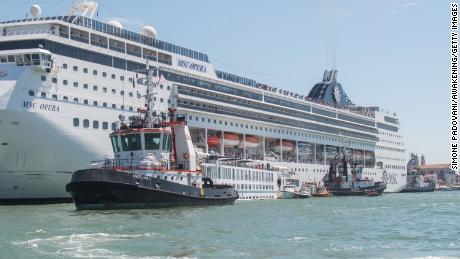 Huge cruise ship plows into tourist boat, dock in Venice
