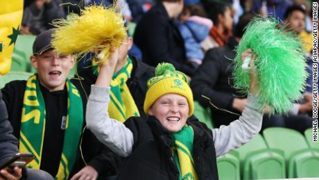 Les supporters de Matildas manifestent leur soutien lors du match de la Coupe des Nations opposant l'Australie et l'Argentine au AAMI Park à Melbourne, en Australie, en mars.