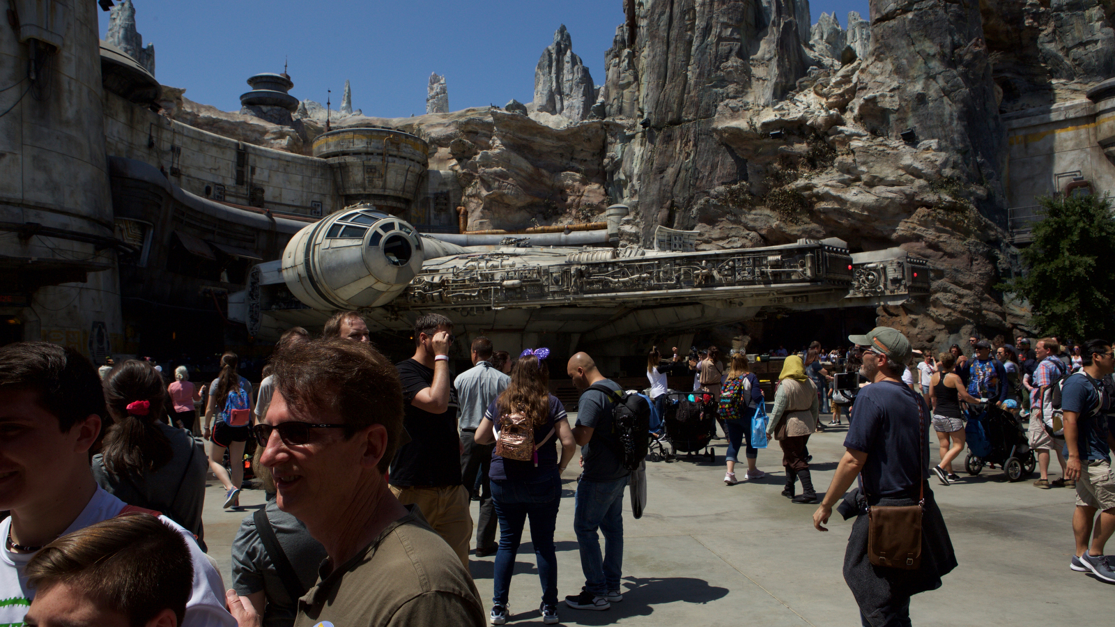 Star Wars: Galaxy's Edge opening day from inside Disneyland