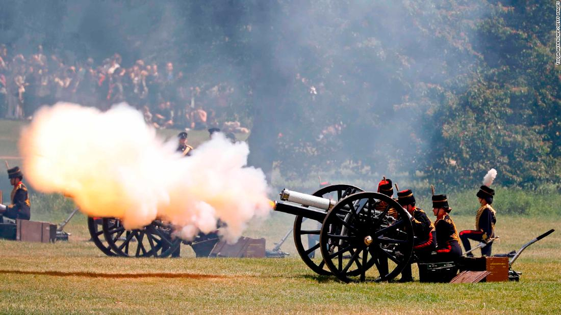 British Army troops fire a cannon in London's Green Park to mark the beginning of Trump's visit.