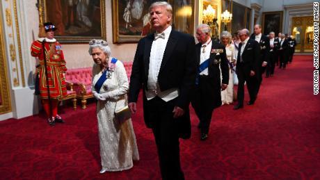 """Trump dit qu'il n'a pas parlé au prince Harry de """"méchantes"""". Meghan commentaire"""