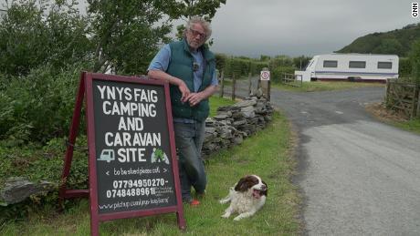 Stuart Eves, résident de Fairbourne depuis 1976, dirige un camping dans le village côtier.