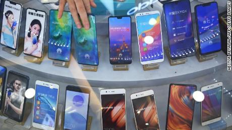 Les smartphones Huawei ne viendront plus avec les applications Facebook