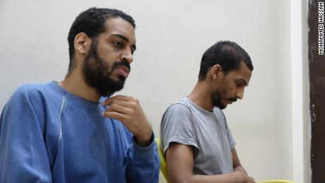 Alexander Kotey (à gauche) et El Shafee Elsheikh (à droite) photographiés sur un site du SDF dans le nord de la Syrie.