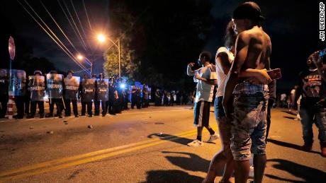 Police, angry crowd face off after fatal shooting in Memphis